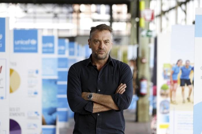 """Infrabel vraagt ZEB om reclame met spoorlopende Tom Waes in te trekken: """"Dit is heel ongelukkig"""""""
