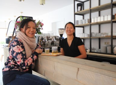 Zussen Sookie en Micky verwezenlijken droom met Nuna Foodbar
