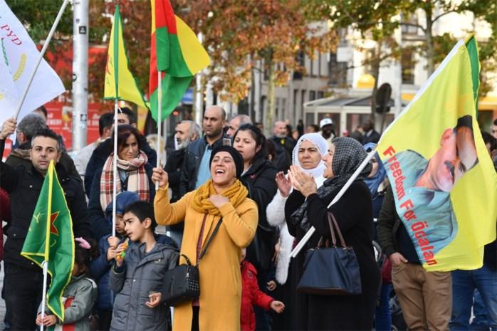 """Antwerpse Koerden op Groenplaats: """"Onze families worden gebombardeerd"""""""