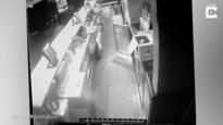 Manager nachtclub geschokt wanneer hij op bewakingsbeelden bierflesjes in het rond ziet vliegen