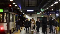 Man slaat controleur van De Lijn bewusteloos met ijzeren staaf in premetrostation