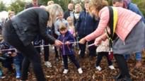 Jongste inwoners planten boom in geboortebos