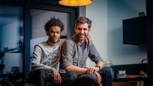 """Bart Somers wil Mechels buddy-project in heel Vlaanderen: """"Samen op café gaan is de beste manier om te integreren"""""""