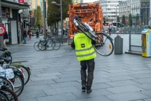 """Zeventigtal verkeerd gestalde fietsen weggehaald aan Centraal Station: """"Mijn fiets is plots weg!"""""""