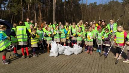 """Jongeren gaan de strijd aan tegen zwerfvuil: """"Afval op straat gooien doe je gewoonweg niet"""""""