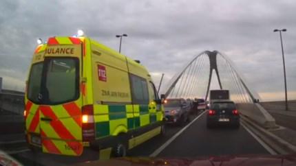 Verkeershinder rond Brug van den Azijn door ongeval met gewonden