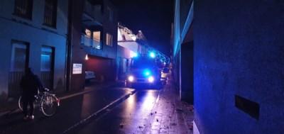 Brandweer sluit Walburgstraat af omdat huis op instorten staat
