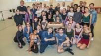Ballet Vlaanderen heeft wat te vieren en trakteert dansers op taart