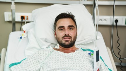 """Frederik (32) zwaargewond na aanval met luchtdrukgeweer op café: """"Aan de dood ontsnapt, maar dader is alweer vrij"""""""
