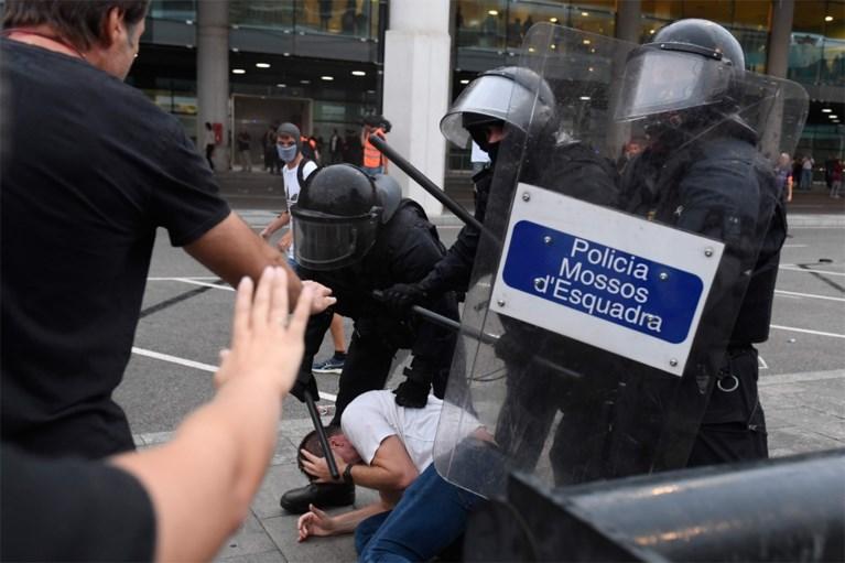 Politie gebruikt traangas en rubberkogels tegen woedende Catalanen: meer dan 50 gewonden
