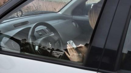 Controle in Deurne Noord: tachtig bestuurders betrapt op gsm'en achter stuur