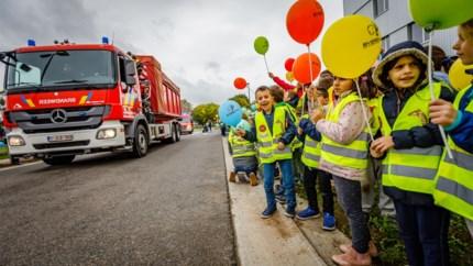 Brandweer verhuist met indrukwekkende colone naar nieuwe kazerne aan Nekkerhal