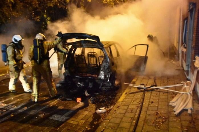 Wagen volledig uitgebrand in Weert