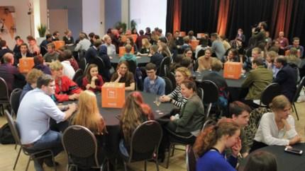Jongeren debatteren met CEO's van chemiebedrijven