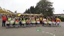 500 leerlingen De Brug zamelen elf winkelkarren met eten in voor arme inwoners Sint-Job