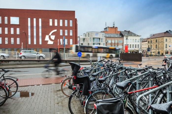 Politie pakt fietsendieven op aan station: in auto liggen pepperspray en inbrekersmateriaal