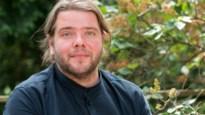 Acteur Benny Claessens dient klacht in wegens homohaat