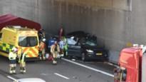 Auto rijdt in op file op A12: bestuurder overleeft klap niet