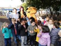 Frank Deboosere verrast leerlingen De Parel op twintigste 'Dag tegen Kanker'