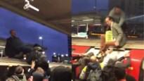 Klimaatactivisten hardhandig van treindak gesleurd door pendelaars