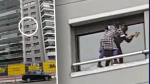 Levensgevaarlijk: poetsvrouw kuist ramen zonder enige beveiliging