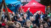 IN BEELD. Honderden jongeren komen samen op Astridplein voor Dag van de Jeugdbeweging
