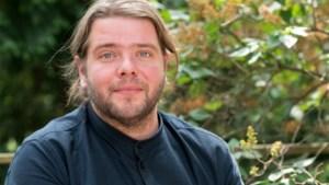 Antwerps acteur Benny Claessens dient klacht in wegens homohaat