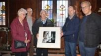 Emotioneel bezoek in kasteel de Renesse: Brit bezoekt voor het eerst sterfplaats van zijn vader