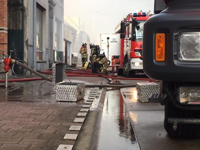 Hevige woningbrand met felle rookontwikkeling