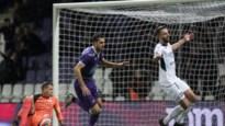 LIVE. Beerschot zet punt achter slordige eerste helft met penaltygoal Holzhauser: 2-1
