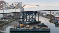 """Trambrug van 2.500 ton ligt over Albertkanaal: """"Een complexe operatie"""""""