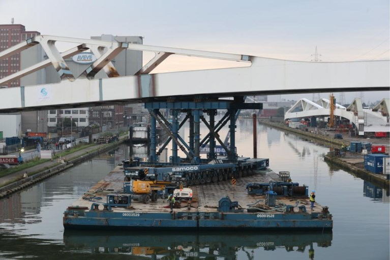 IN BEELD. Nieuwe trambrug over Albertkanaal: 2.500 ton en 180 meter lang