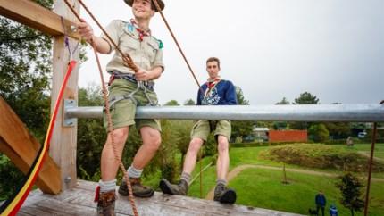 """Scouts Parsival huldigt zes meter hoge rappeltoren in: """"Het begin is even eng, maar daarna is het heel leuk"""""""