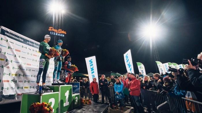 """Bart Swings schaatst gemiddeld bijna 45km/u en wint prestigieuze marathon: """"Supermooi!"""""""