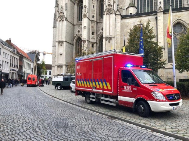 Vrouw zwaargewond na val aan skywalk op Sint-Romboutstoren