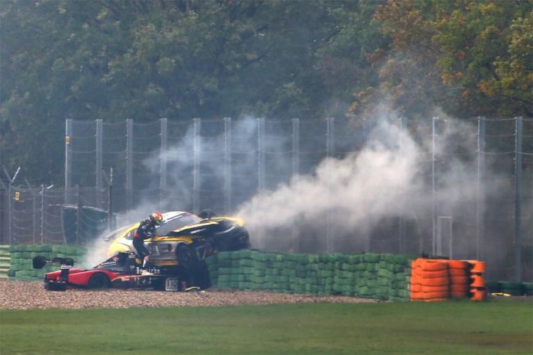 """Tom Boonen komt goed weg bij zware crash in Assen: """"Ik heb een gelukje gehad"""""""