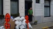 Al het afval van de straat voor de deur