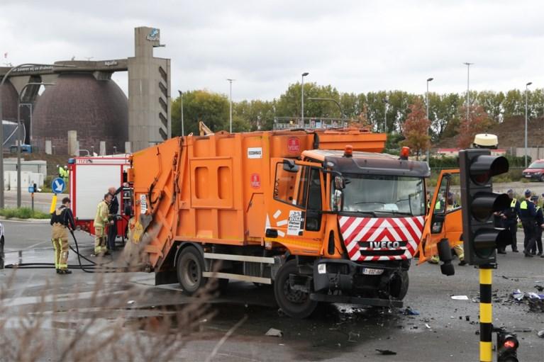 Drie zwaargewonden bij ongeval tussen politiewagen en vuilniswagen op Noordersingel