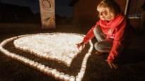 Vzw herdenkt dood van gepeste Mathias met hart van 1.160 kaarsjes