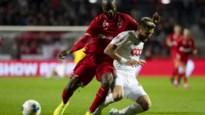 Standard krijgt 2.500 euro boete voor 'bommetje' op de Bosuil, ook Anderlecht moet dokken