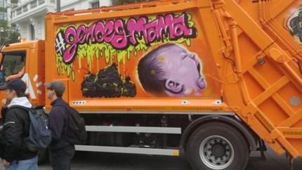 Graffiti van wtFOCK siert vuilniswagen