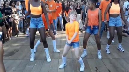 Video dansers op Antwerps festival gaat viraal op sociale media