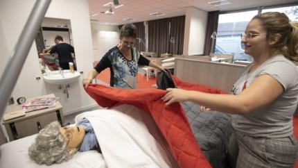 """Verpleegstersschool opent vaardigheidscentrum: """"We hebben levensechte poppen voor alle levensfases"""""""