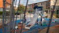1 JAAR GELEDEN: nieuw speeltuintje in Hoboken dicht door geluidsoverlast NU: speelpleintje nog altijd dicht