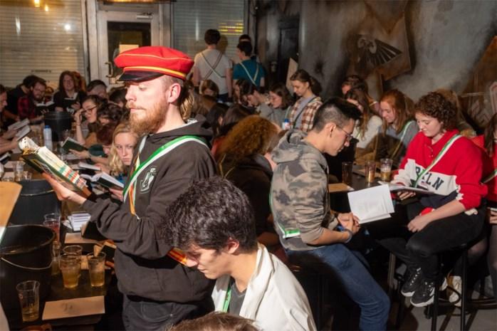 """Nieuwe studentenclub Mythica houdt eerste cantus: """"Onze doop was een Harry Potterspel in het park, met toverstaffen"""""""