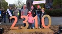 """Eerste 2310-dag gevierd met postcode-monument: """"Trots elke keer ik de rotonde oprijd"""""""