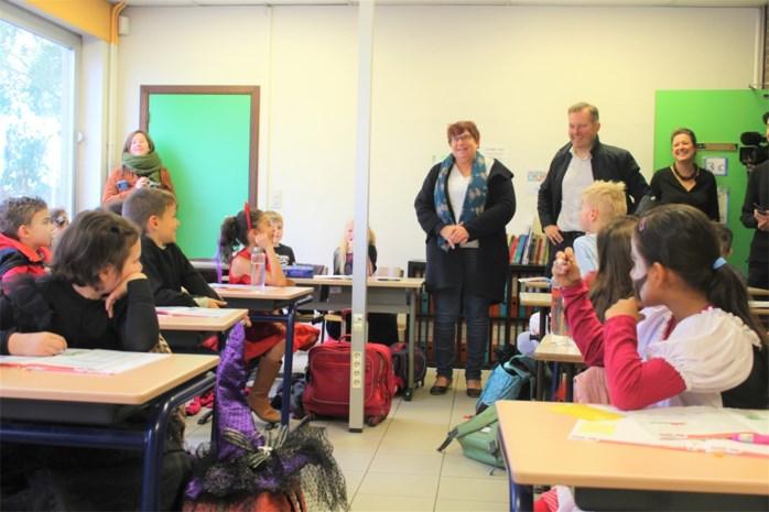 """Ruim 260 leerlingen volgen les in voormalig douanegebouw: """"Sommigen willen niet meer terug"""""""