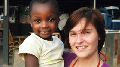 Ouders reizen in Vier-programma naar Ghana, waar Liza (20) haar dromen waarmaakte, tot ze plots stierf