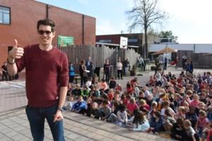 """Stig Broeckx is eregast tijdens zestiende Kangoeloop: """"Belangrijk dat leerlingen met een fris hoofd in de klas zitten"""""""