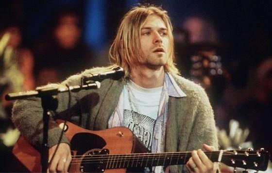 Ongewassen cardigan van Kurt Cobain brengt 300.000 euro op
